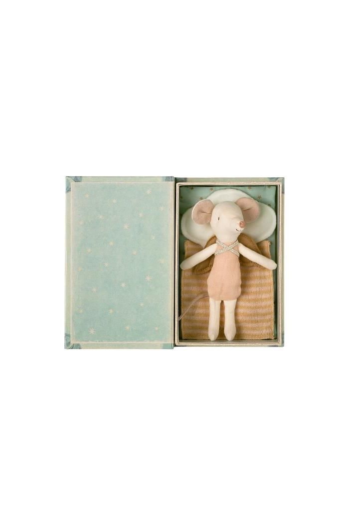 Maileg Angel Stories, Big sister mouse in book _1